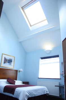 Photo for Kings Paget Hotel in West Drayton