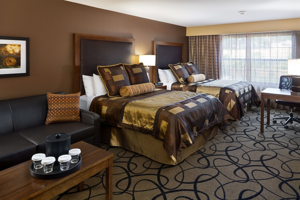 Clubhouse Hotel & Suites Pierre