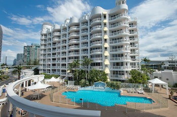 Photo for Broadbeach Holiday Apartments in Broadbeach, Queensland