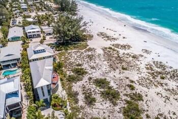 Beachfront Oasis (1624266240) photo