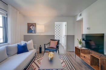 Contemporary Condo Minutes To Downtown Gulch (1801935680) photo