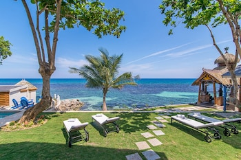Photo for Hermosa Cove Villa Resort and Suites in Ocho Rios