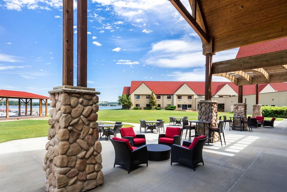 Arrowwood Resort at Cedar Shore