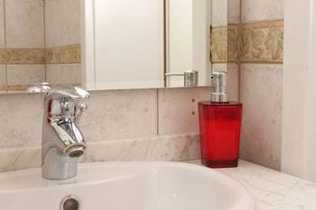 The Secret Garden Apartments - Bathroom  - #0