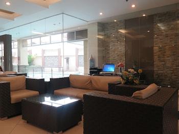 Circle Inn Bacolod Lobby Sitting Area