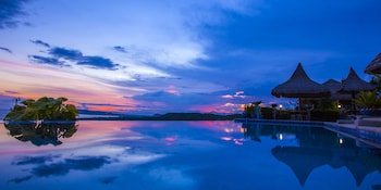 Marquis Sunrise Sunset Residential Cottages Bohol Infinity Pool