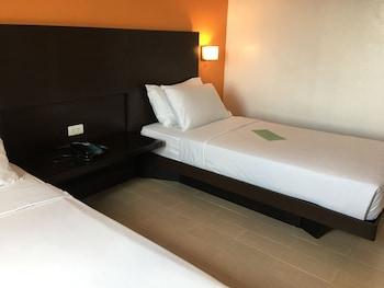 Remington Hotel Manila Guestroom