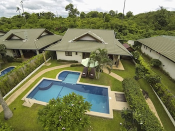 Photo for Idyllic Samui Oceanfront Resort and Villas in Koh Samui