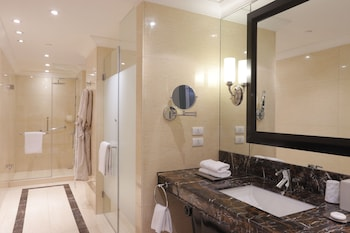 Raffles Makati Bathroom