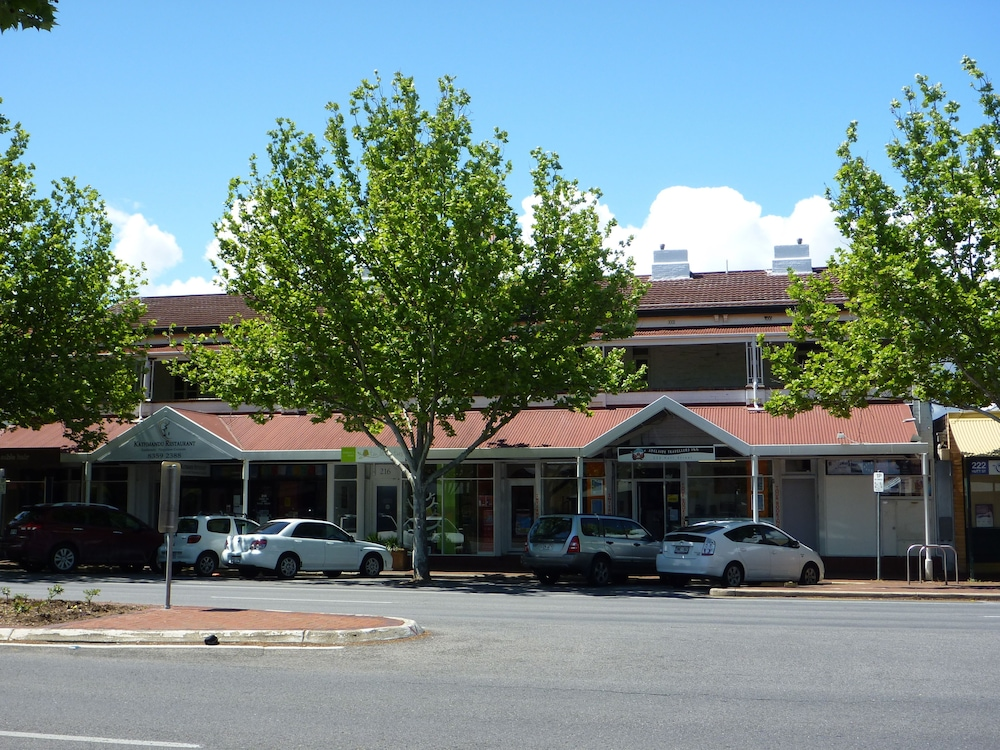 Adelaide Travellers Inn - Hostel