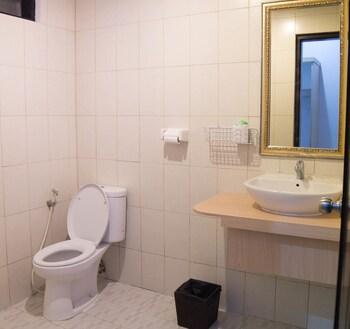 Bakungs Beach Hotel - Bathroom  - #0