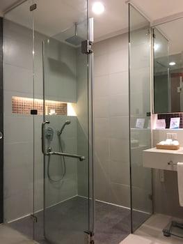 The Bellevue Resort Bohol Bathroom