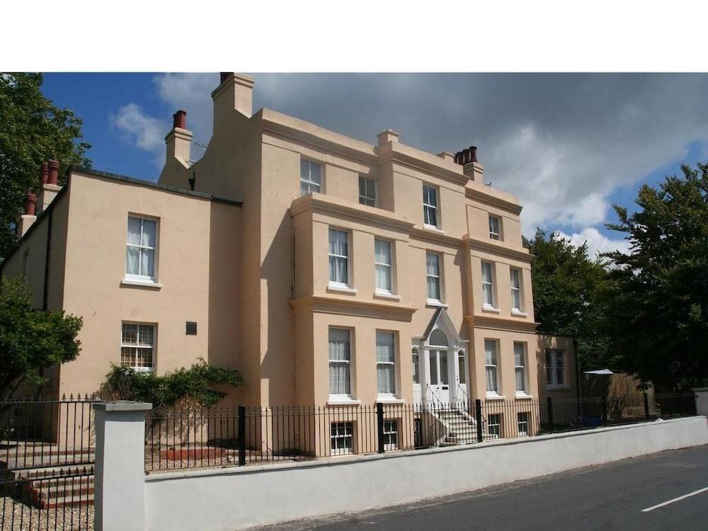 Manor House, Felpham Serviced Apartments