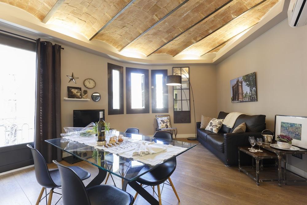AinB Eixample Miró Apartments