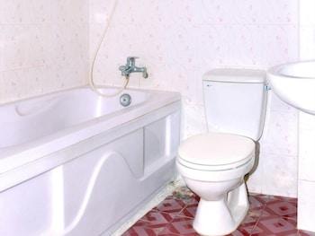 Tuyet Mai 2 Hotel - Bathroom  - #0