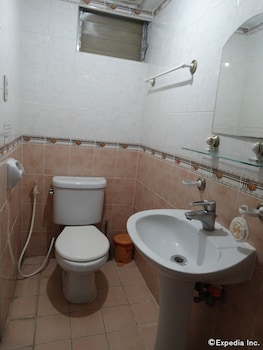 Casa Ruby Pension House Davao Bathroom