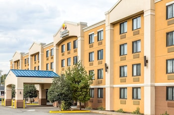 Comfort Inn & Suites in Meriden, Connecticut