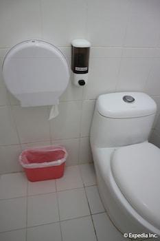 The Club Ten Beach Resort Boracay Bathroom