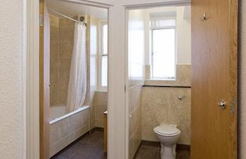 The County Hotel - Bathroom  - #0