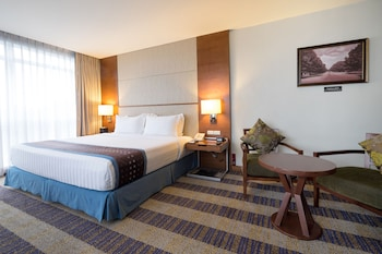Best Western Plus Lex Cebu Guestroom