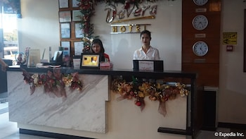 Devera Hotel Angeles Reception