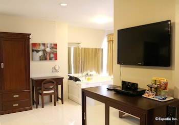 Devera Hotel Angeles Living Area
