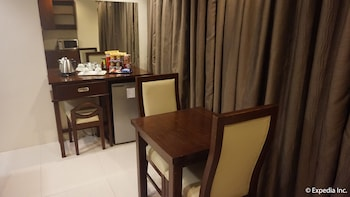 Devera Hotel Angeles In-Room Dining