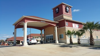Executive Inn and Suites in Floresville, Texas