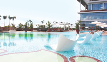Solaire Hotel Manila Outdoor Pool