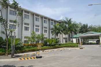 Microtel Gensan Parking