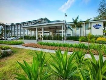 Microtel Gensan Hotel Front