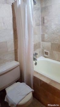 Lourdes Suites Makati Bathroom