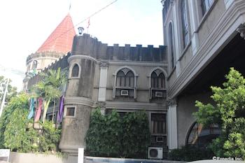 New Camelot Hotel Quezon City Exterior
