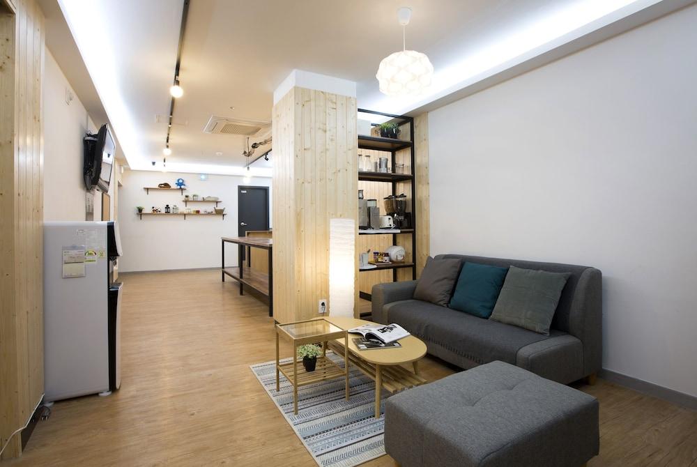 24guesthouse Sinchon