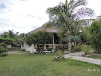 Moalboal Beach Resort Garden