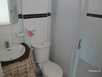 Dream Hill Condos Puerto Galera Bathroom
