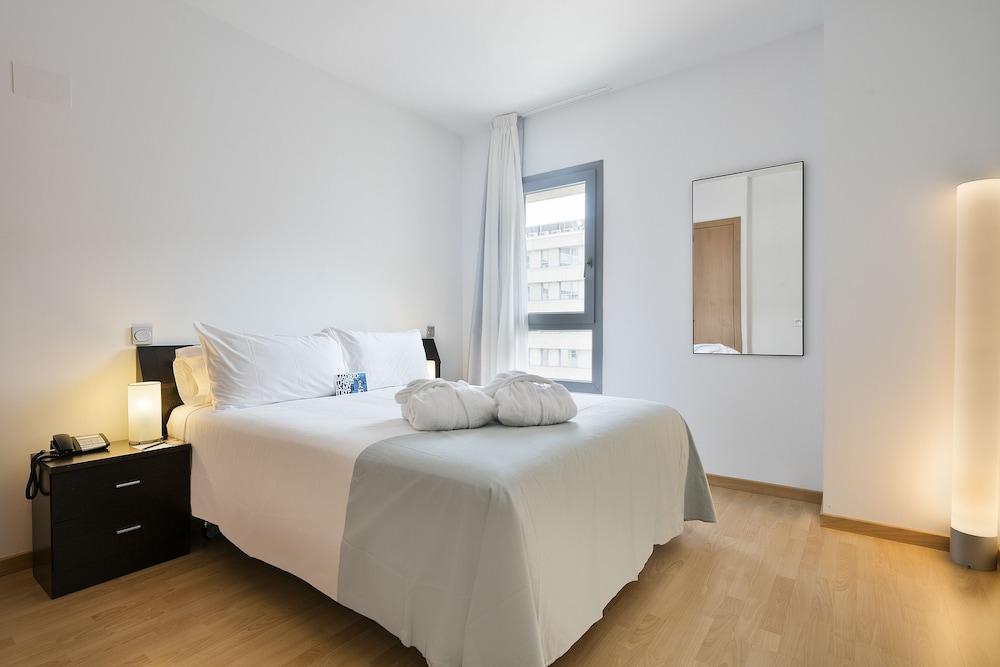 Tryp madrid airport suites en madrid espa a hotel en for Tryp habitacion familiar