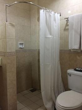 Golden Valley Hotel Cebu Bathroom