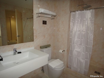 Golden Prince Hotel Cebu Bathroom
