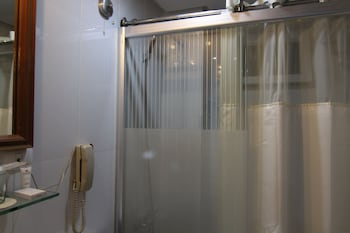 Wellcome Hotel Cebu Bathroom