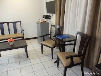 Orchid Inn Resort Pampanga Living Area