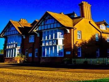 Gatwick Inn - Hotel Front  - #0