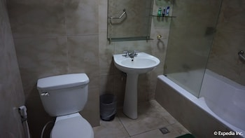Wild Orchid Resort Subic Bathroom