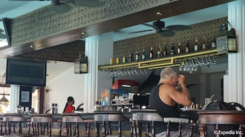 Wild Orchid Resort Subic Hotel Bar