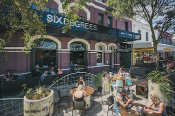 Six Degrees Boutique Hotel