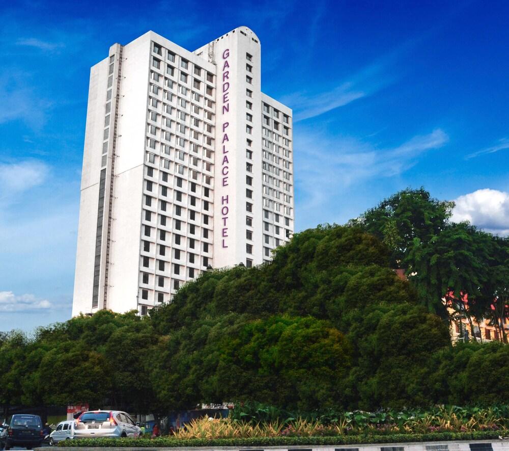 Garden Palace Hotel Surabaya Surabaya Price Address Reviews