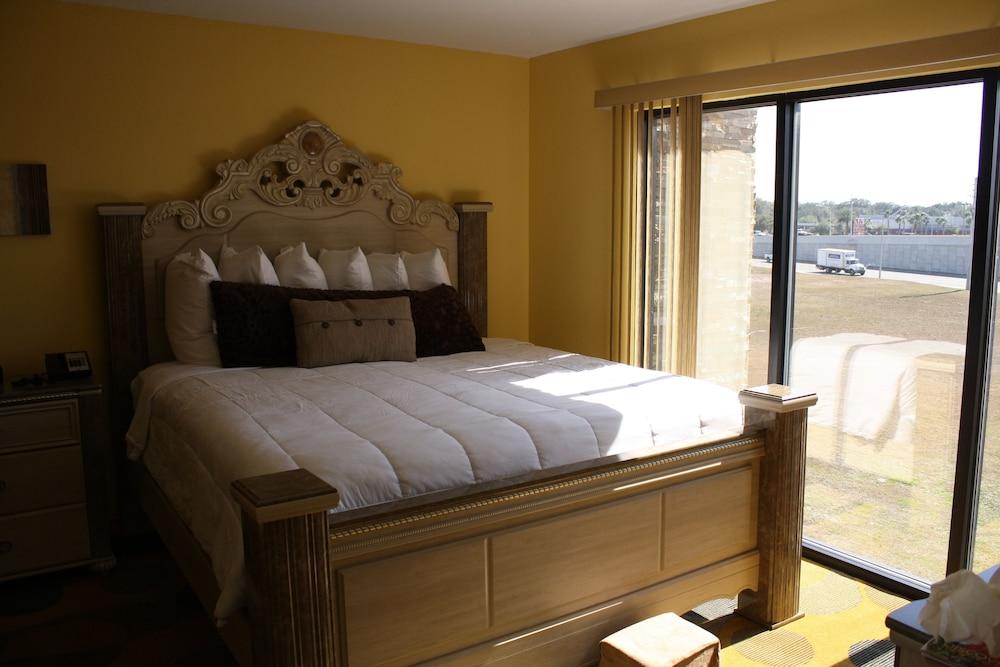 Marble Waters Hotel & Suites