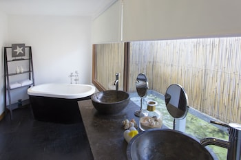 Huma Island Resort & Spa Coron Bathroom