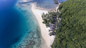 Huma Island Resort & Spa Coron Beach