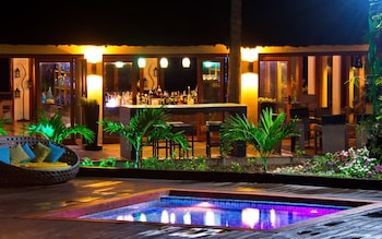 Huma Island Resort & Spa Coron Poolside Bar
